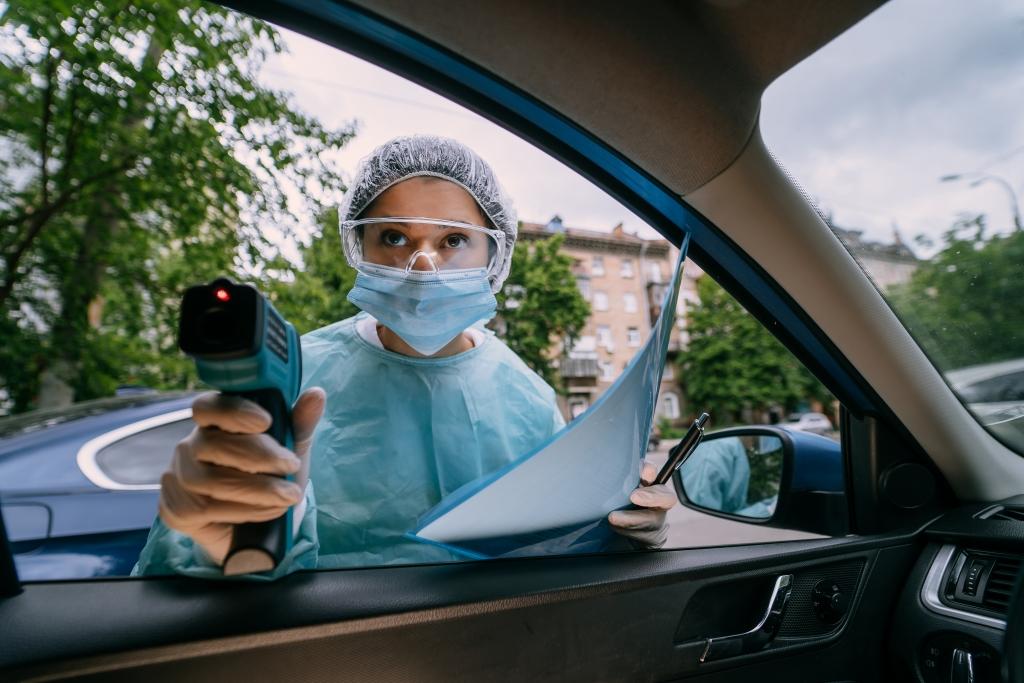 هل من الآمن القيادة في سيارة مستأجرة أثناء تفشي الوباء